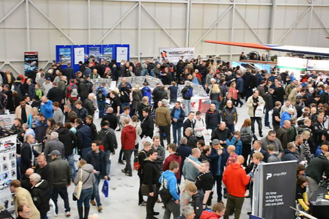 Busy showfloor at Flight Sim 2018