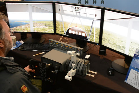 Visitor flight simming on a three display setup